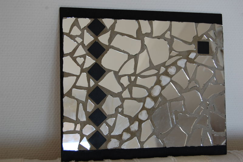 Mosaique miroir photo de mosaiques l 39 atelier de lydie for Miroir en mosaique