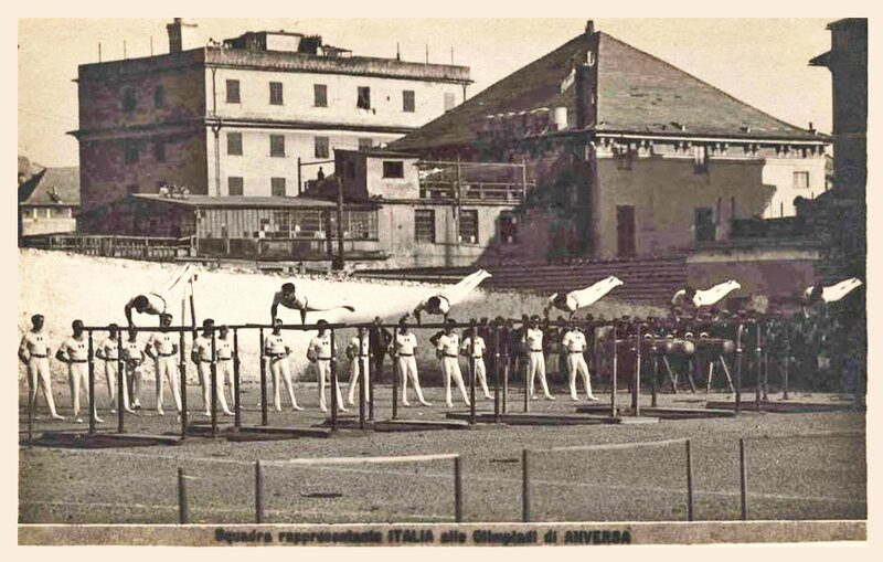 CPA Anvers 1920 Gymnastes italiens aux barres