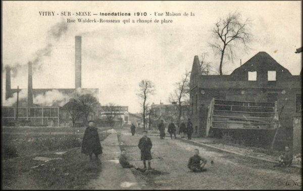 1247 une maison rue waldeck rousseau qui a chang de place inondations 1910 cartes. Black Bedroom Furniture Sets. Home Design Ideas
