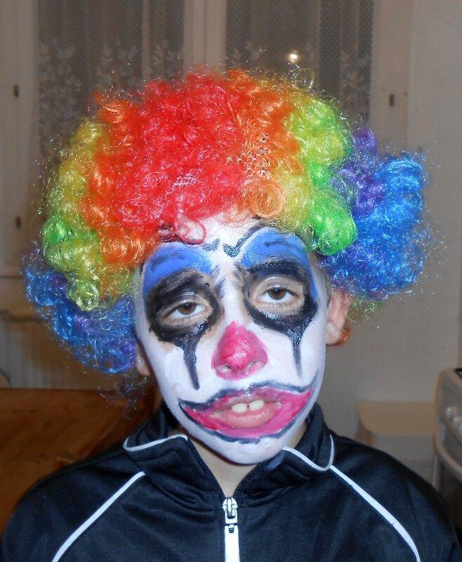clown-halloween-maquillage-deguisement-enfants-peur-effrayant-enfants-enfant-activité