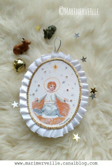 Marimerveille médaillon enfant Jésus fond blanc