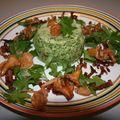 Petits flans aux épinards sur une salade de persil, chanterelles et lardons