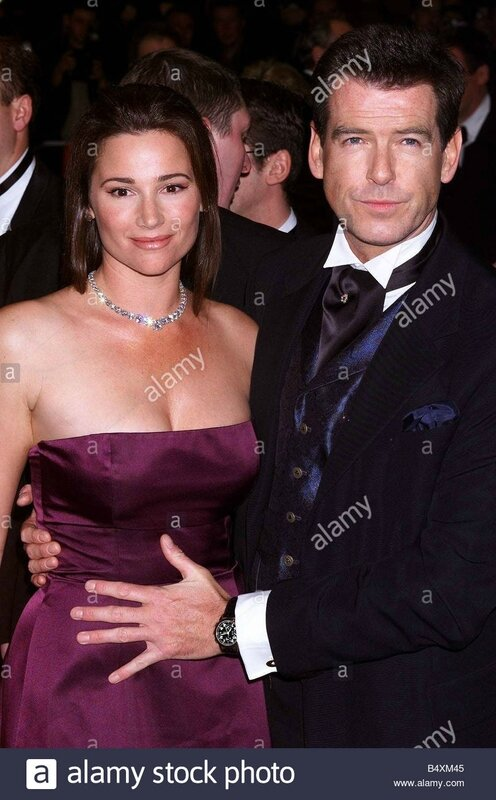 pierce-brosnan-actor-with-fiancee-november-1999-actor-arrives-with-B4XM45