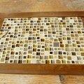 Un plateau en mosaïques