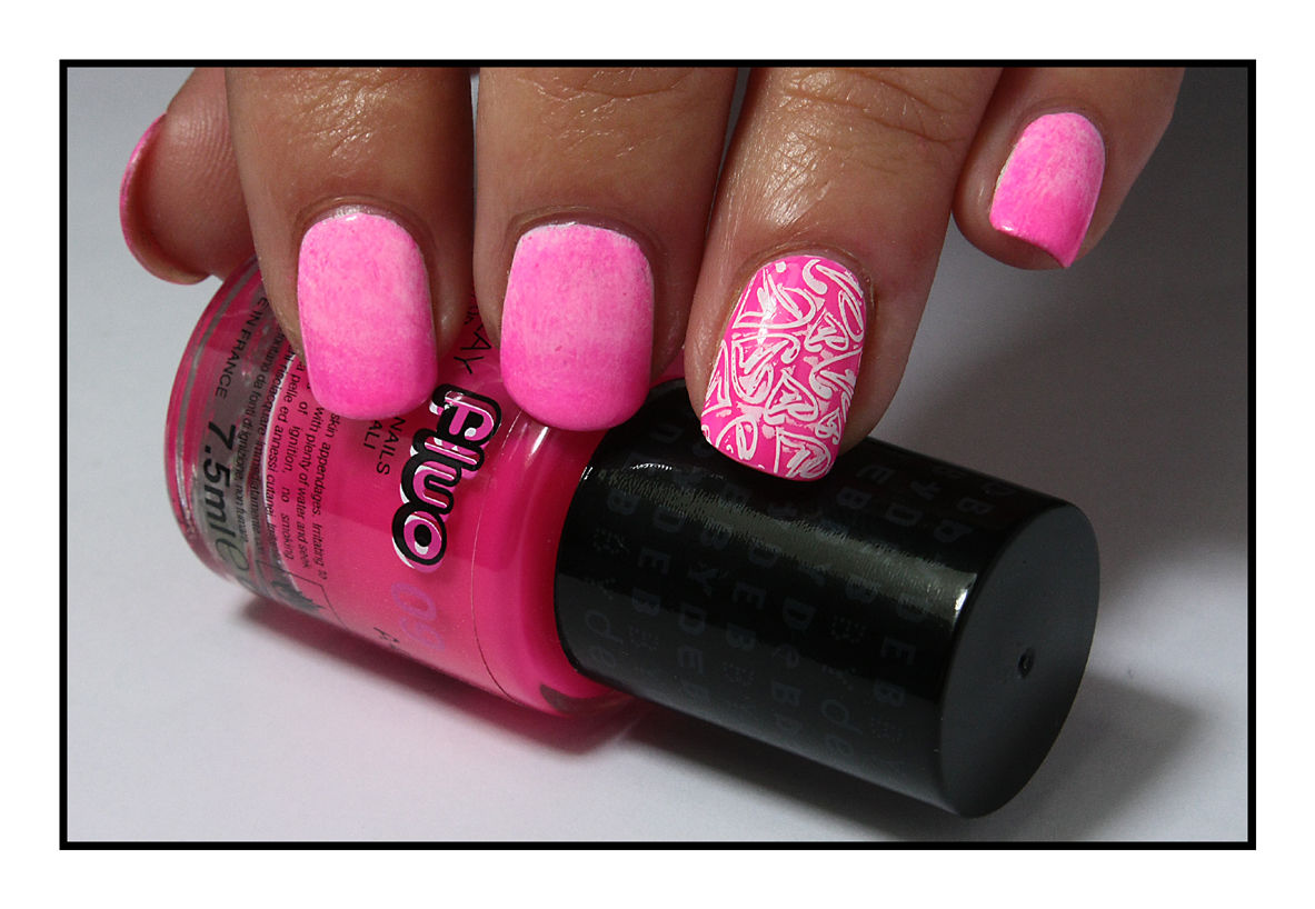 The Sunday Nail Battle #20 - Graffiti