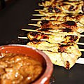 brochettes de poulet, sauce aux cacahutes