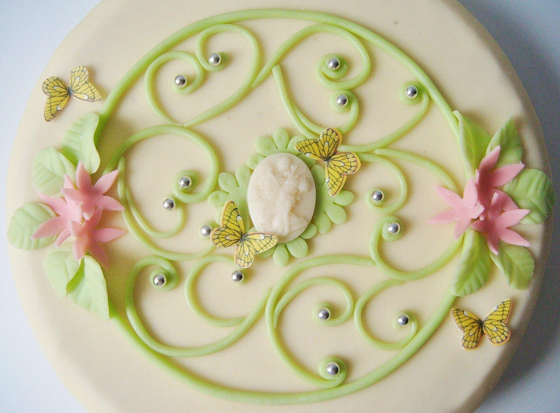 Decoration des gateau en pate d'amande