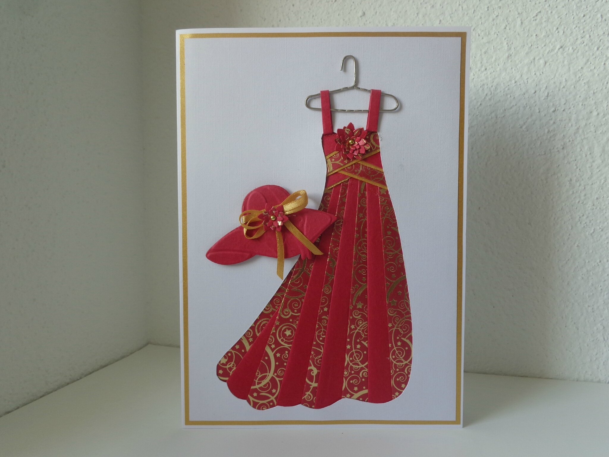 "Carte ""robe rouge"""