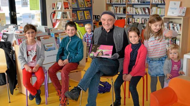 l-auteur-rene-gouichoux-en-visite-la-bibliotheque