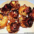 Bouchees aperitives au fromage de brebis et confiture de cerises noires