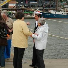Jacky et moi on est allée toucher le ponpon du marin.........Lundi 10 juin, on à fait les 2 quais de la Seine pour les voiliers.