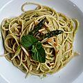 Spaghetti au blé complet, pesto d'asperges et amandes