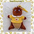 Doudou peluche ours ou ecureuil marron tshirt jaune cerises chicco