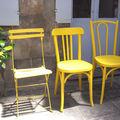 chaises emmaüs + peinture Moutarde Ressources