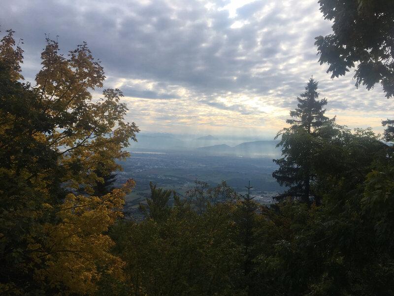 jolie brume sur les Alpes
