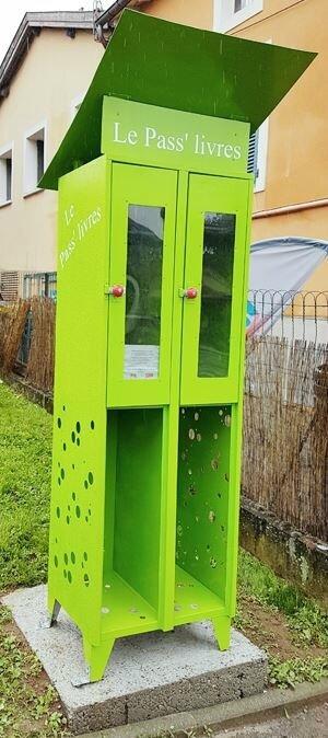 """- """"kiosque à lire"""" : avenue Paul Doumer à Chaponost"""