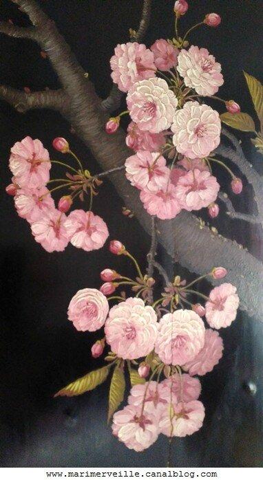 fleurs de cerisiers peintes sur laque - chiné par marimerveille