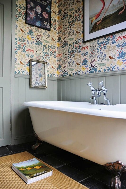 terriers-tweeds-english-country-cottage-interior-inspiration-folk-wallpaper
