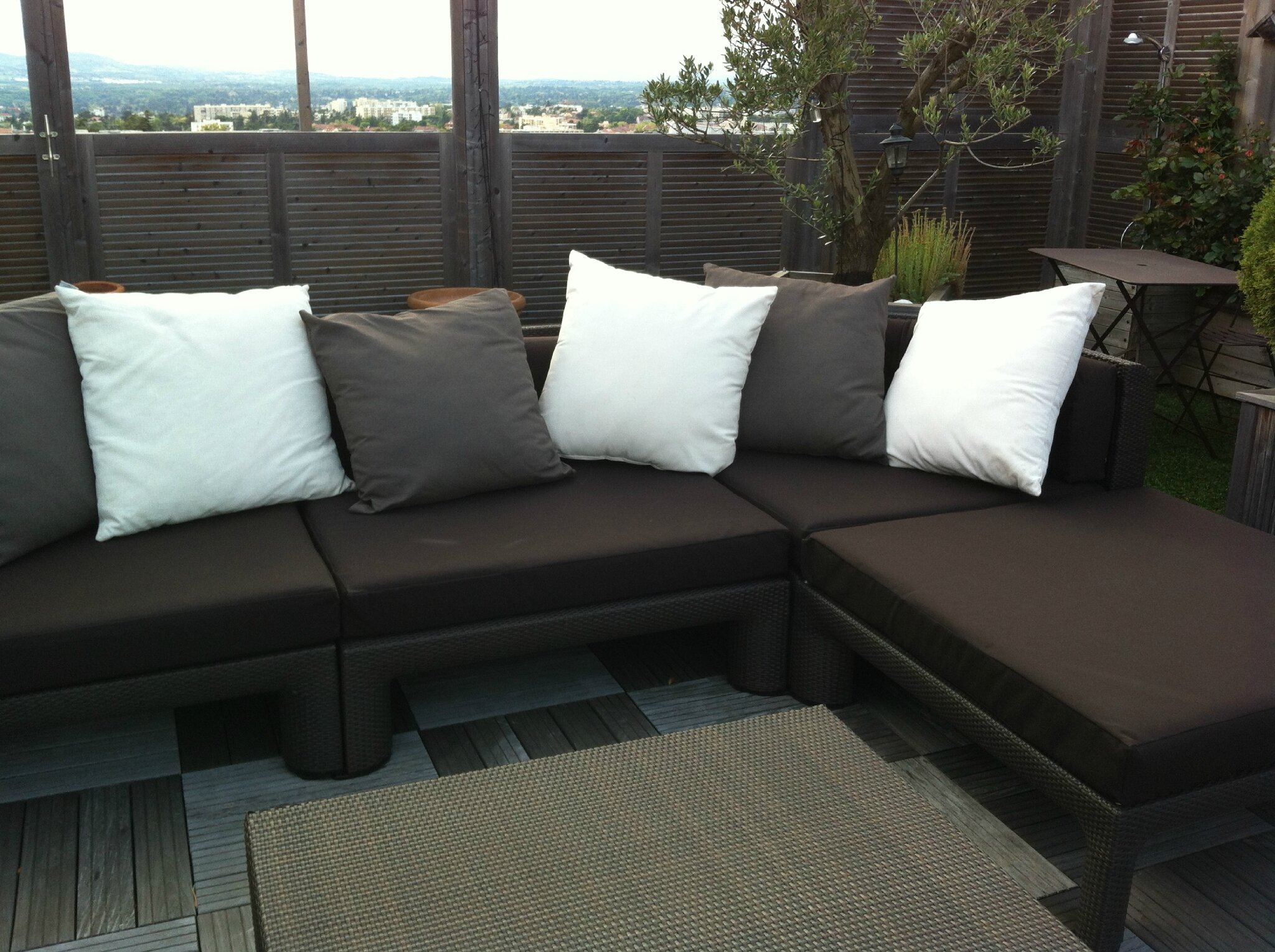 Housse canape sur terrasse atelier virginie morel at home for Grand coussin pour canape