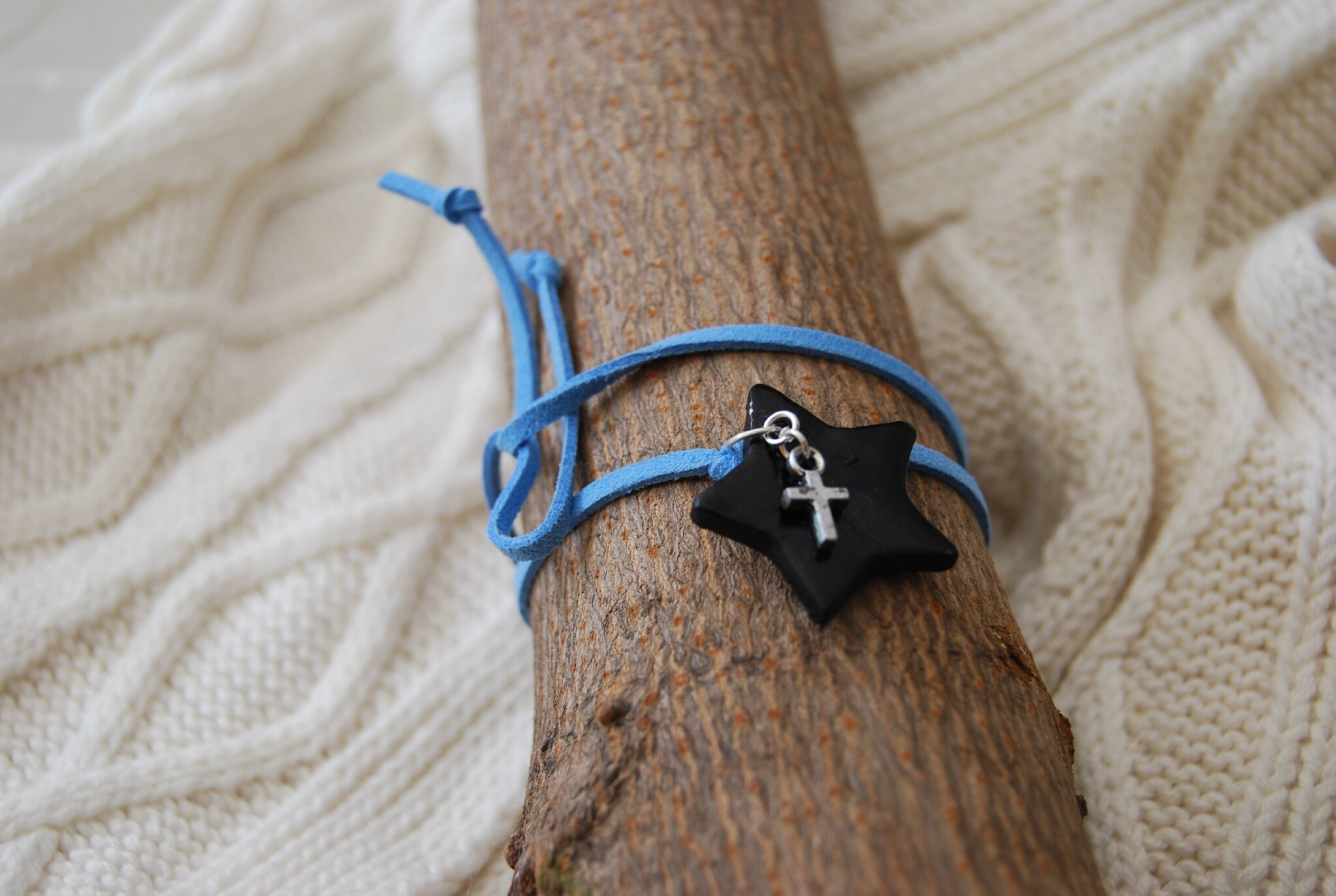 etoile noire breloque croix a nouer (dispo)