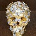 PHILIPPE PASQUA (né en 1965) - VANITE, Crane doré à la feuille d'or et papillons - Hauteur : 17 cm