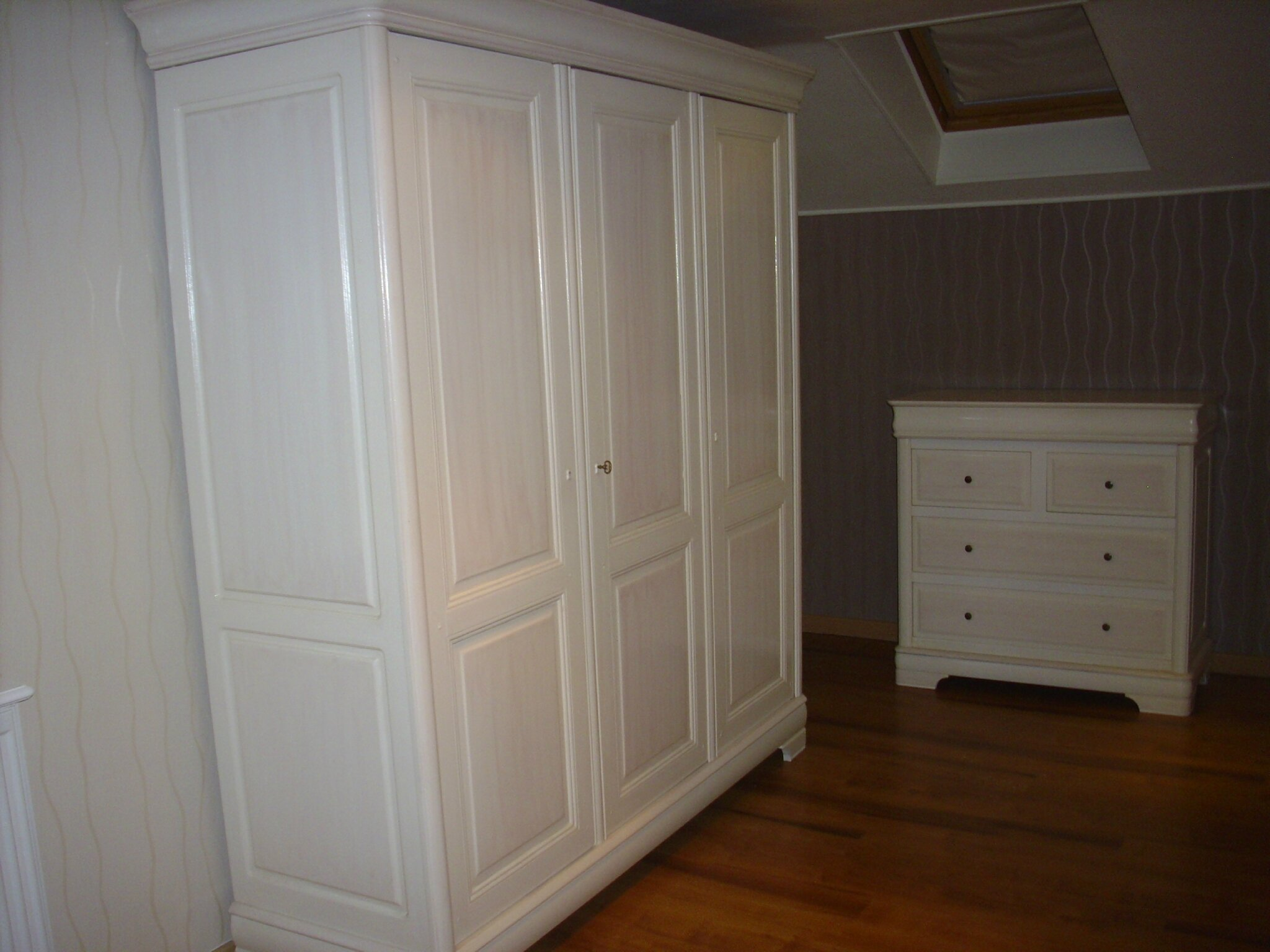 relooker une armoire fashion designs. Black Bedroom Furniture Sets. Home Design Ideas