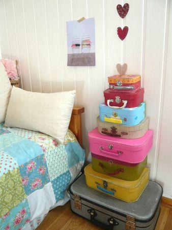 totem de valises aux petites canailles. Black Bedroom Furniture Sets. Home Design Ideas