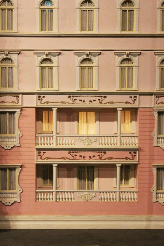 wes-anderson-follow-me-white-rabbit-alice-musee-miniature-lyon (5)