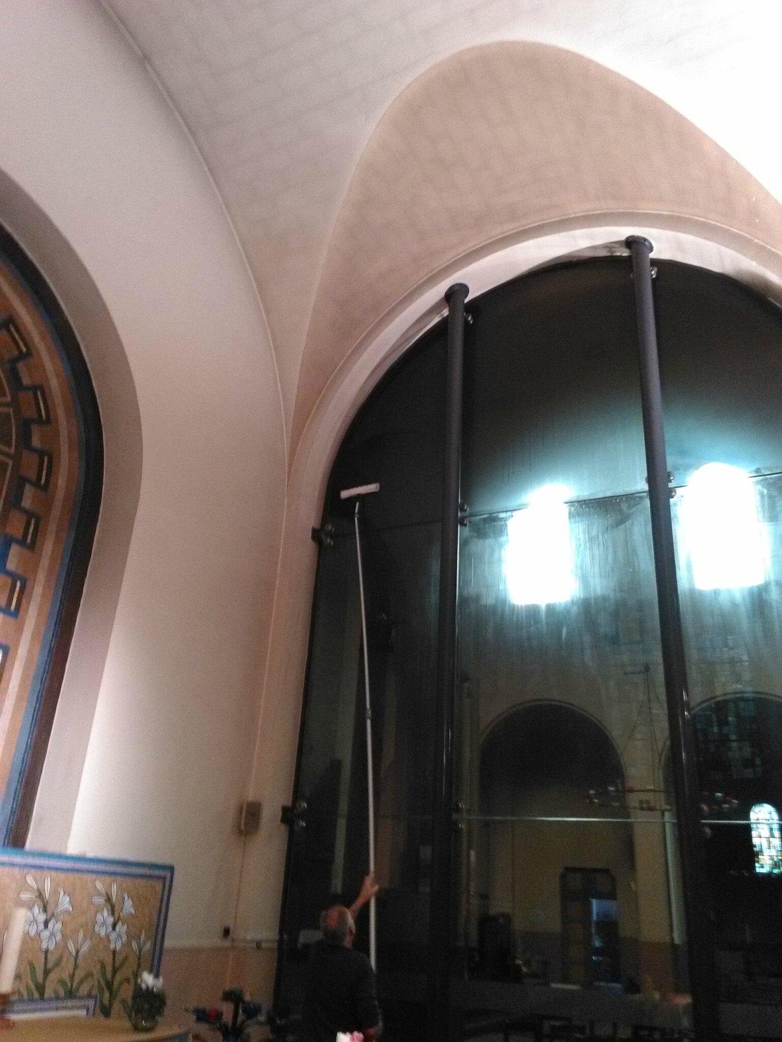 Nettoyer des vitres de plus de 5 mètres de hauteur, mission accomplie !