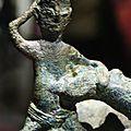Support de lampe ou de brûle-parfum. Bronze. Époque Giao Chi, c. 1er- 3e siècle. Photos Philippe Truong