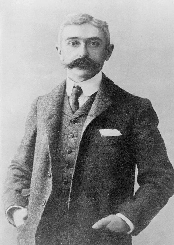 800px-Baron_Pierre_de_Coubertin