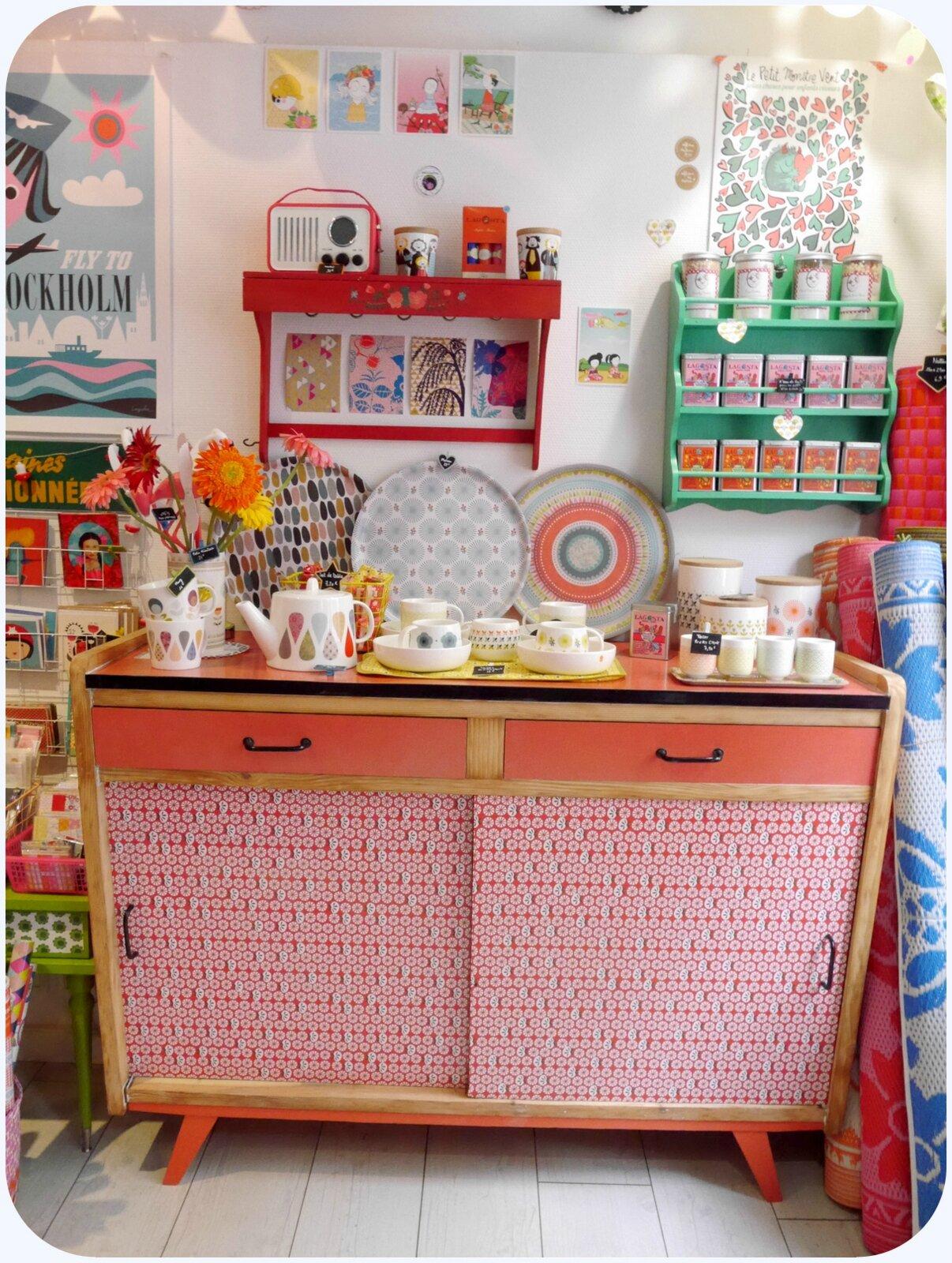 meuble rouge photo de mobilier boutique paillette angers. Black Bedroom Furniture Sets. Home Design Ideas