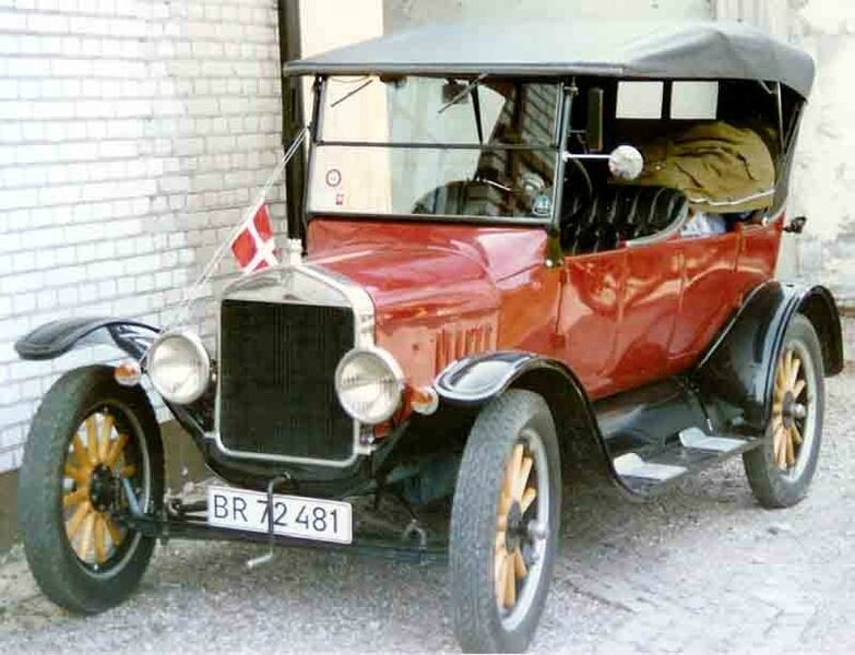 783px-1925_Ford_Model_T_Touring_BR72481