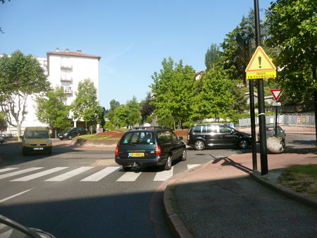 rond_point_entre_WR_et_quai_de_la_Rive_4_juin_2009__2_