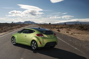 04_2012_hyundai_veloster_1294692965
