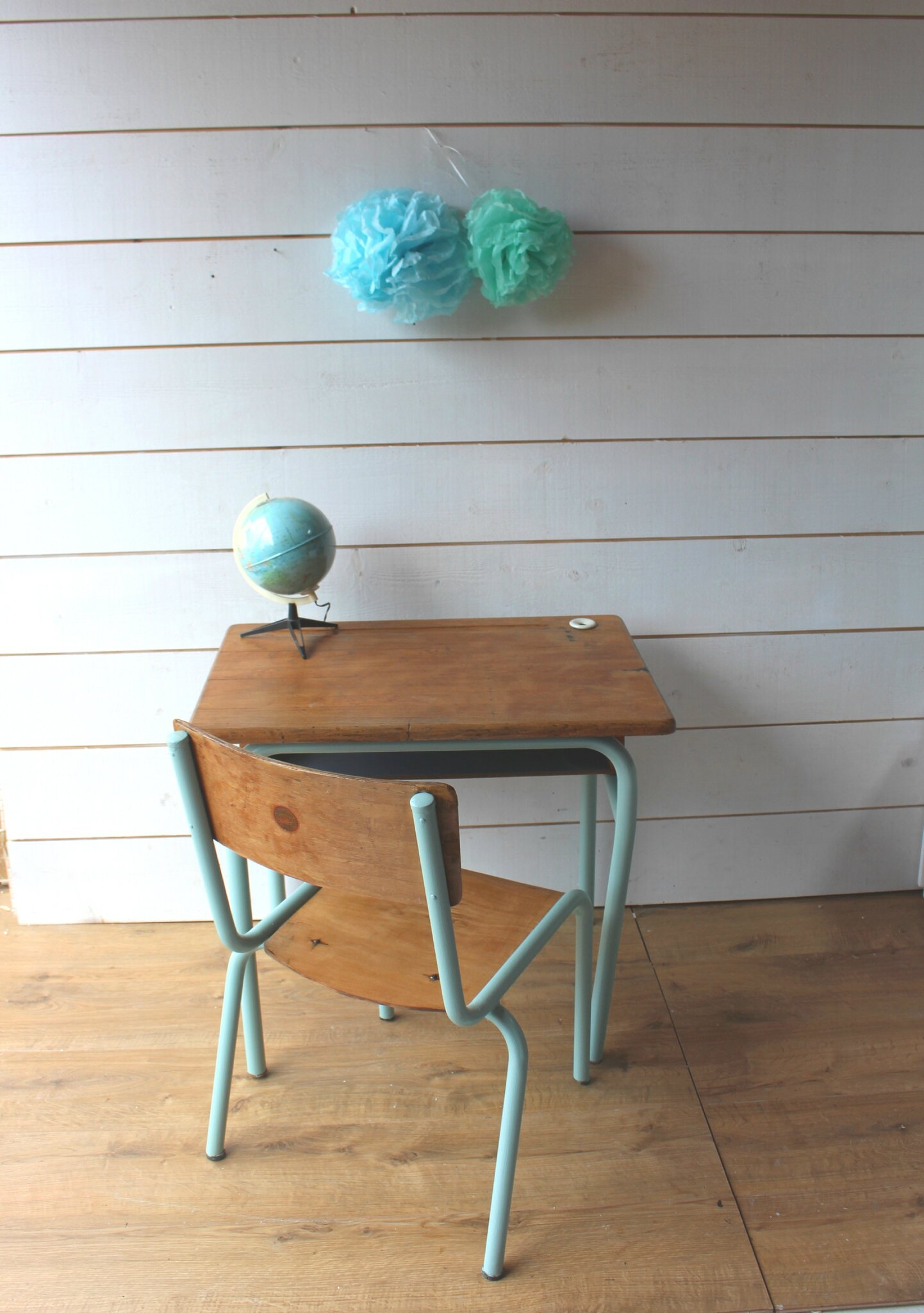 pupitre d 39 cole delagrave mobilier vintage pour enfants ribambelle compagnie. Black Bedroom Furniture Sets. Home Design Ideas