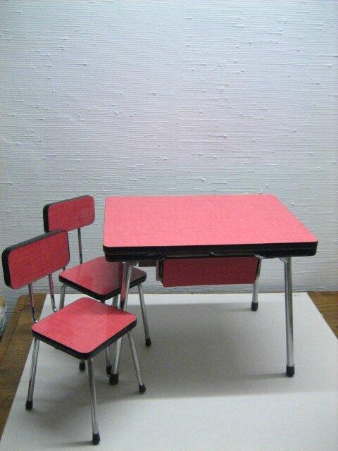 miniature table de cuisine en formica lilicabane. Black Bedroom Furniture Sets. Home Design Ideas