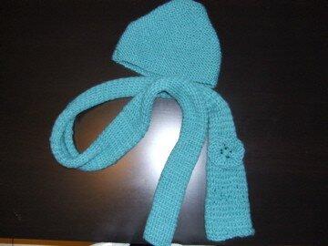 écharpe verte à fleur et son bonnet assorti