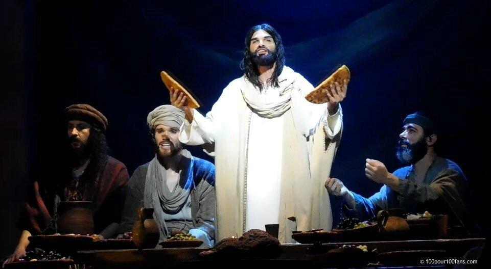 """Chronique : La Première de """"Jésus, de Nazareth à Jérusalem"""" au Palais des Sports de Paris."""