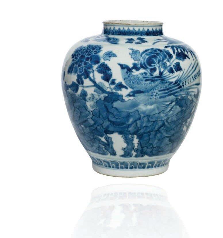 Jarre en porcelaine bleu blanc, Chine, dynastie Qing, Marque à six caractères en bleu sous couverte et époque Kangxi (1622-1722)