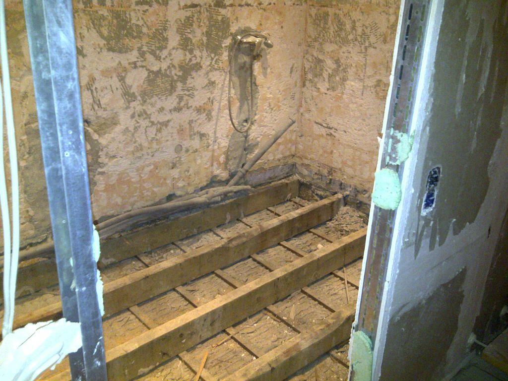 prparation de la chape dans la salle de bain - Faire Une Salle De Bain