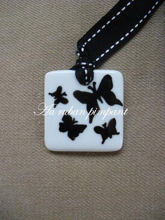 pendentif_porcelaine_carr__papillons