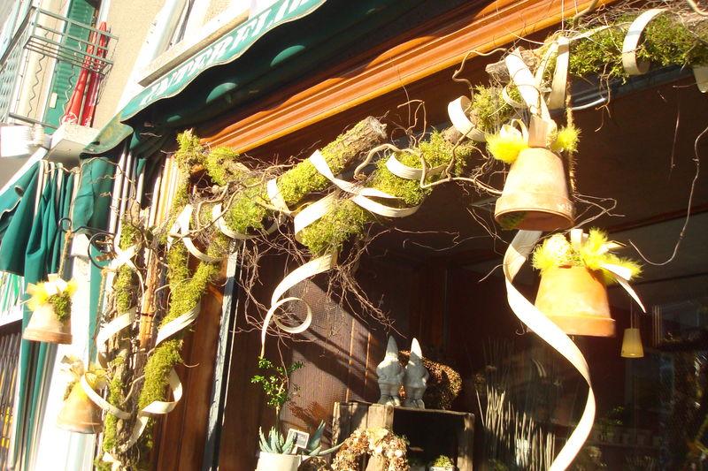Joyeuses p ques le jardin m a 39 dit - Decoration vitrine printemps ...