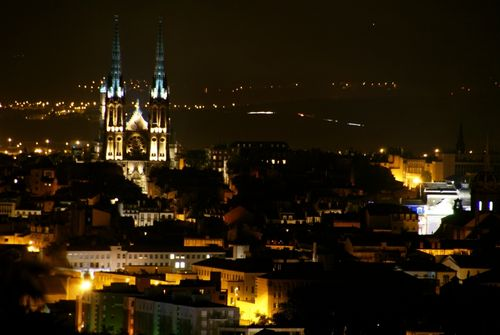 cath drale notre dame de l 39 assomption photo de clermont ferrand de nuit vinzellesstudio. Black Bedroom Furniture Sets. Home Design Ideas