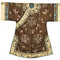 A lady's brown silk informal robe, qing dynasty, late 19th century