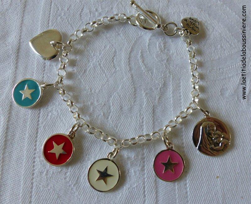 Bracelet sur chaîne argent massif, mini coeur en argent massif, 4 médailles star émaillées et médaille de Vierge à l'Enfant en argent massif
