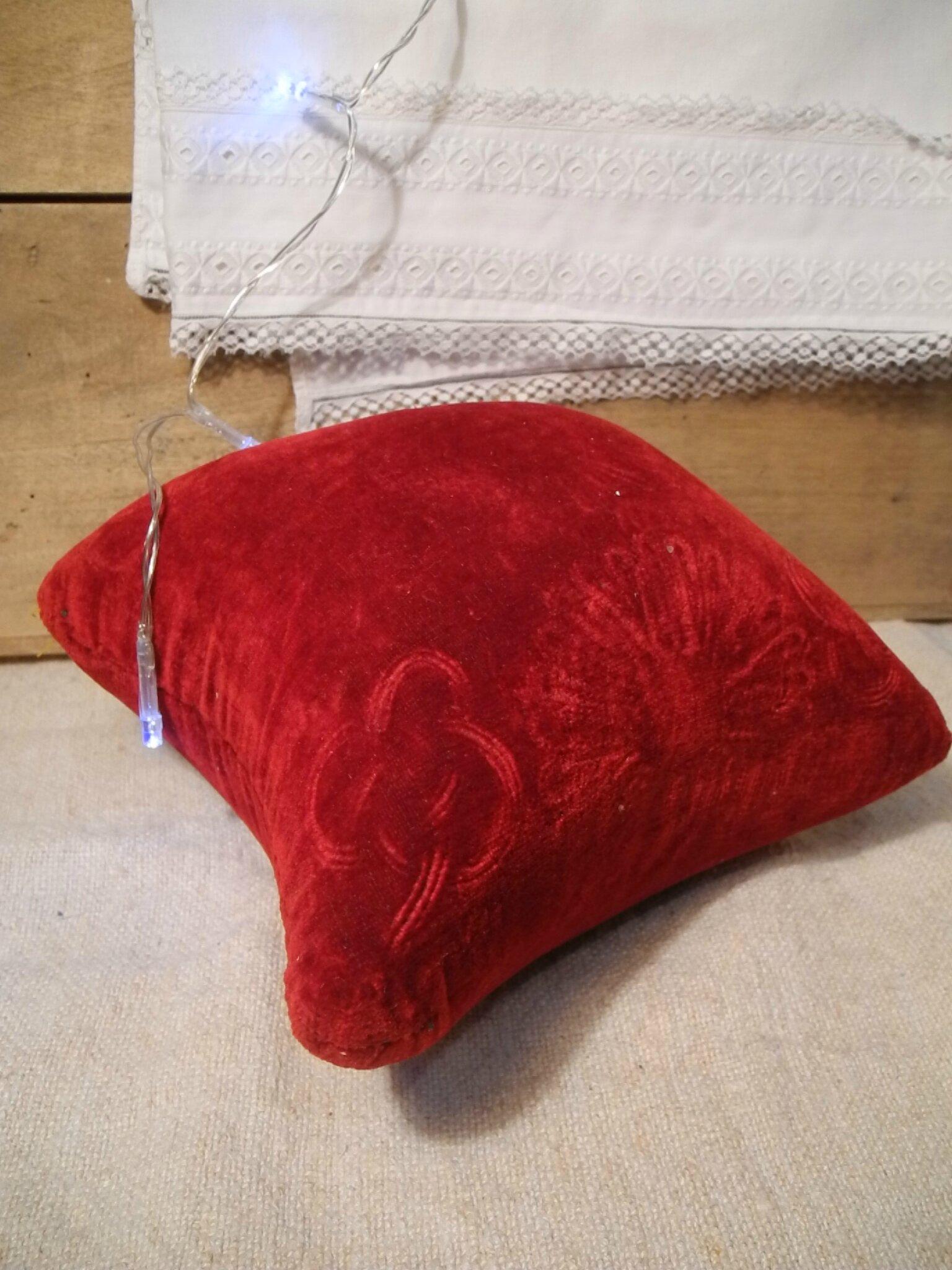 Coussin pour globe de mari e ancien en velours rouge dans ma roulotte de f es - Coussin velours rouge ...