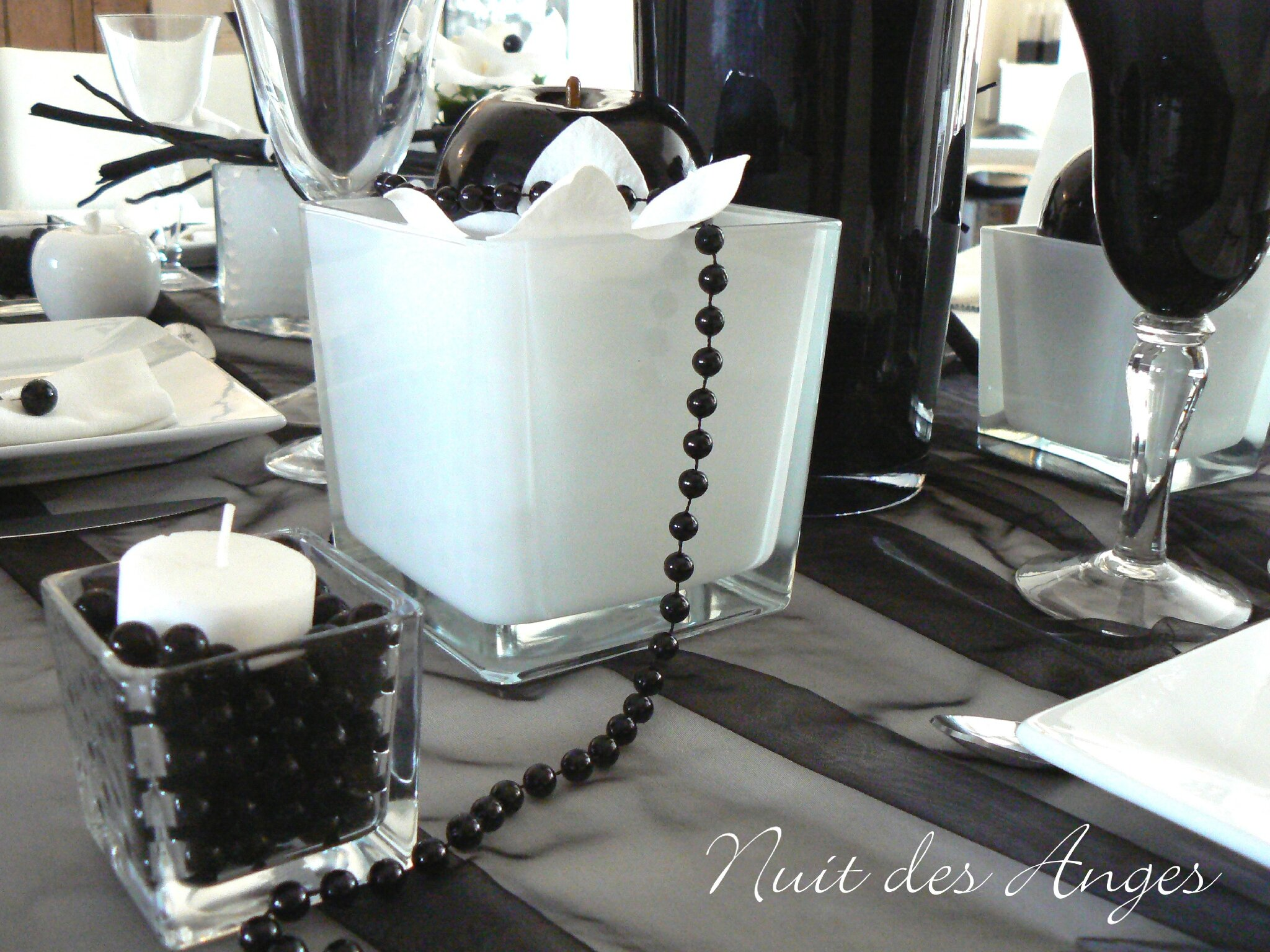 d coration de table noire et blanche nuit des anges. Black Bedroom Furniture Sets. Home Design Ideas