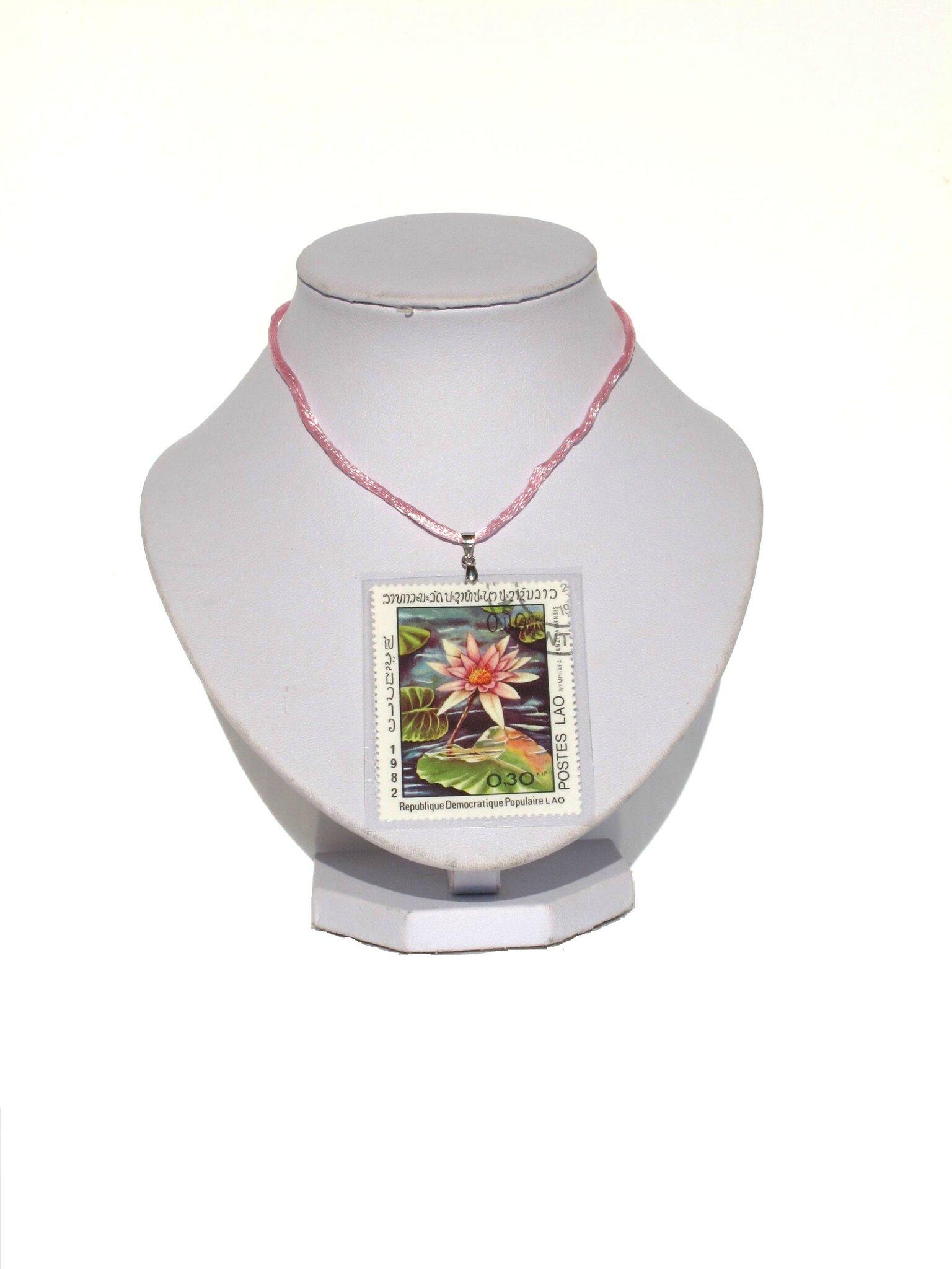 pendentif timbre Laos nénuphar rose