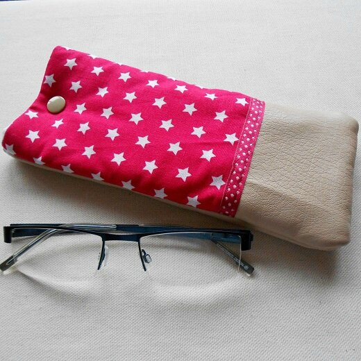 Clocréations-Etui lunettes étoiles roses
